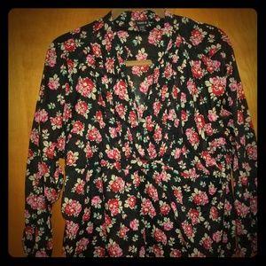 Torrid 5x black floral top w/camp sleeves